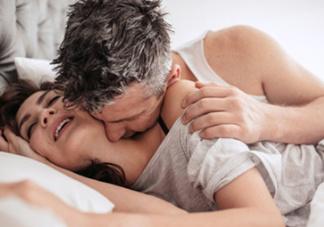 男人最渴望女性在床上的忘情姿态(图)