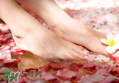 醋泡脚能治疗灰指甲吗??醋泡脚能治足跟痛吗?