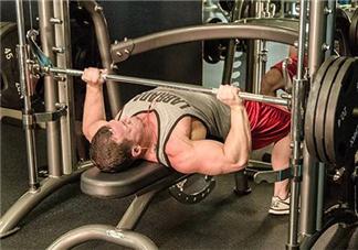 卧推怎么用胸肌发力?卧推发力技巧