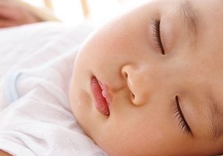 """让宝宝睡出好""""相貌""""完美教程"""