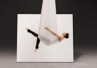 空中瑜伽谁发明的?空中瑜伽到底有哪些功效
