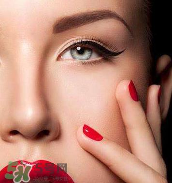 防止眼线晕妆图片