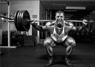 杠铃深蹲练什么肌肉?杠铃深蹲的好处