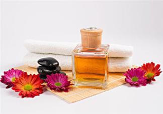 香薰精油怎么用 香薰精油的功效与用法