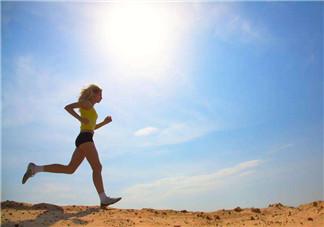 跑步小腹痛是怎么回事?深蹲减肥比跑步更有效吗?