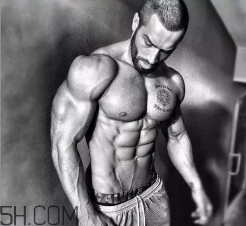 健腹轮练哪些肌肉?健腹轮和仰卧起坐哪个效果好?