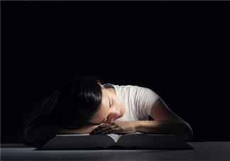 熬夜上火喉咙痛怎么办 吃好睡好是关键
