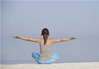 练瑜伽可以矫正驼背吗?床上瑜伽有助睡眠减肥吗?