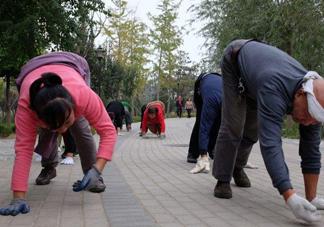 爬着走锻炼有什么好处?爬着走能治痔疮?