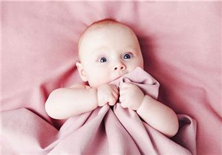 宝宝出生30天能看多远 宝宝视力发育过程图解