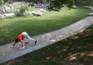 什么人不适合爬着走?爬着走锻炼叫什么