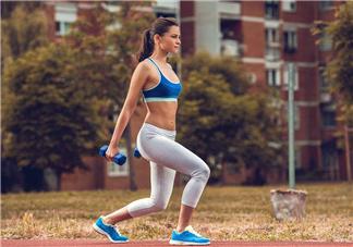 箭步蹲锻炼哪里肌肉?箭步蹲和深蹲哪个好?