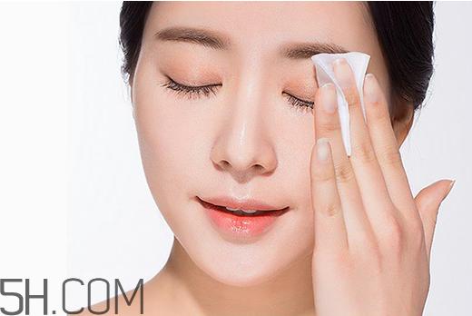 卸妆水怎么卸眼妆图片