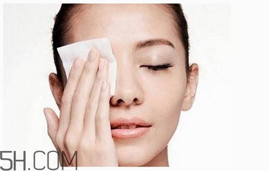 卸妆油卸眼妆眼睛模糊图片