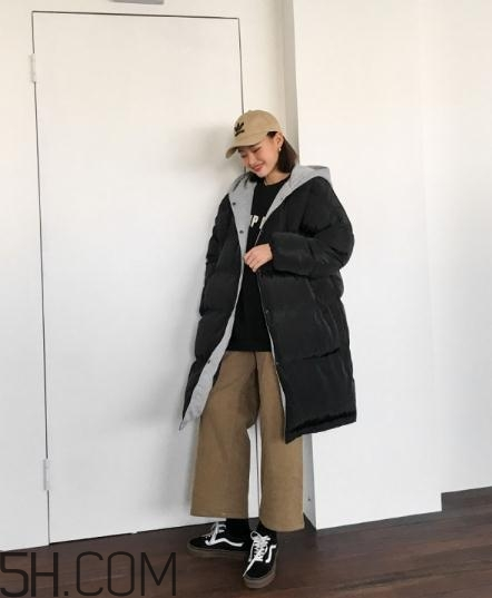 黑色棉袄配什么裤子?黑色棉服搭配裤子图片