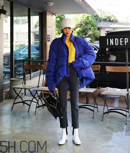 蓝色棉袄配什么裤子?蓝色棉服搭配裤子图片