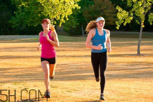 慢跑运动有什么注意事项?慢跑运动对身体有什么好处?