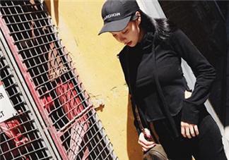 黑色衣服掉色属于质量问题吗?黑色衣服掉色严重怎么办?