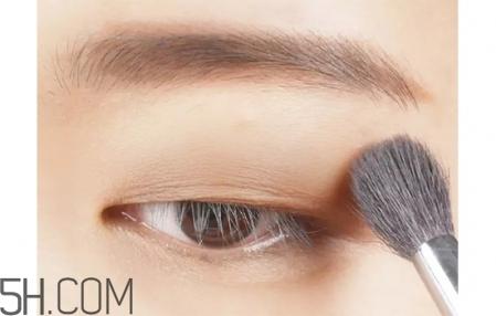 肿眼泡怎么画眼妆比较好图片