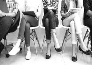 儿童翘二郎腿有何危害?跷二郎腿危害多多