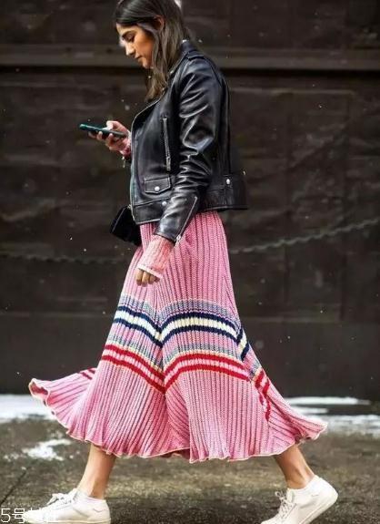 冬季半身裙怎么搭配?这样穿时尚又藏肉