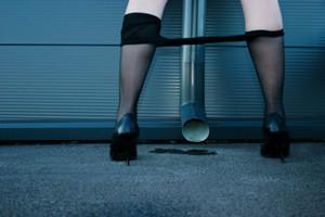 女人憋尿有什么坏处?女性憋尿危害大