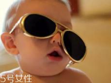 Jasper戴墨镜,这样扮酷让孩子更自信!