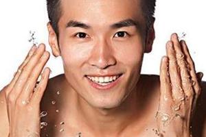 男士护肤品有什么特别之处?男性出油是女性的2倍