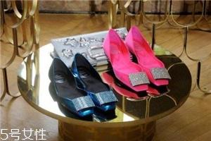 roger vivier是哪个国家的牌子?方扣鞋里的经典之作