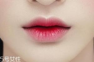 唇釉如何打造咬唇妆?掌握这个步骤就可以