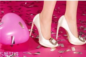 roger vivier鞋子正品多少钱?女人梦寐以求的水晶鞋