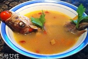 鱼汤可以放胡萝卜吗 胡萝卜鱼汤食谱