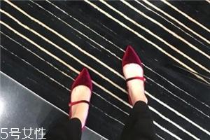 tabitha simmons是奢侈品吗?红毯上最常见的高跟鞋