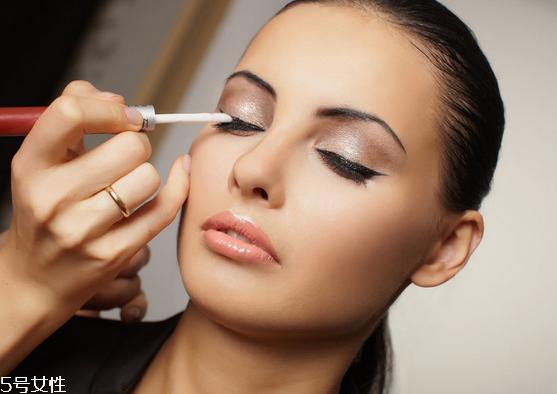 眼线笔晕妆是什么原因图片