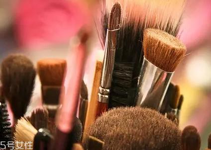 买化妆刷应该怎么挑选图片