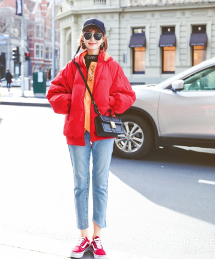 红色羽绒服搭配什么裤子?四种混搭让你潮范儿十足
