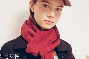 冬天围巾什么颜色好看?为你推荐经典款围巾