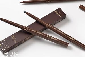 眼线胶笔怎么转出笔芯?