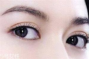 割双眼皮眼睛肿怎么办?疤克可以预防疤痕增生