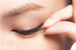 假睫毛重复使用的危害图片