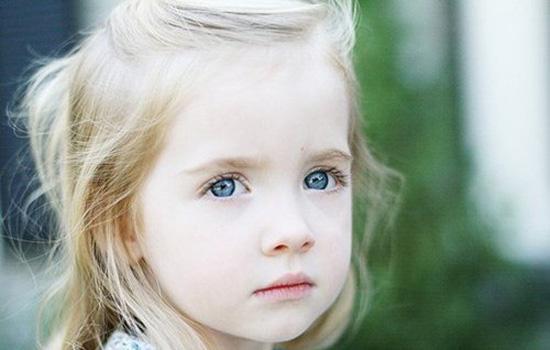 宝宝眼睛一大一小怎么回事啊 需警惕4种可能