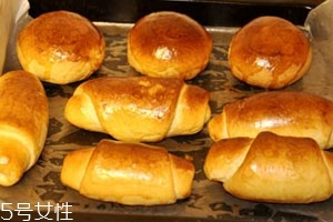 烤箱烤面包的温度和时间 烤箱烤面包注意事项