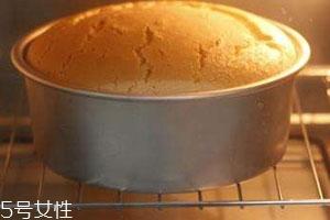 烤箱烤蛋糕不发的原因 蓬松蛋糕小技巧