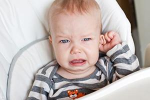 宝宝中耳炎有积液怎么治疗 建议看医生