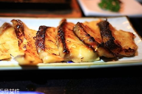 烤箱烤鳕鱼要多久能熟 烤箱烤鳕鱼的温度时间