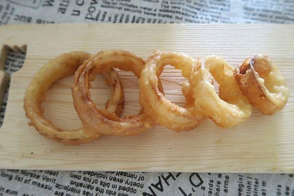 洋葱圈怎么做好吃 轻盈脆口的做法