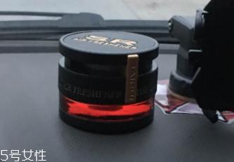黑鸦片香水味道图片