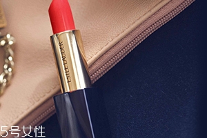 雅诗兰黛杨幂签名红管330试色 气场十足的正红色