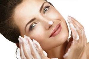 氨基酸洁面比皂基洁面更好吗?看肌肤需求