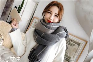 冬天系围巾怎么扎头发?适合搭配羽绒服的发型